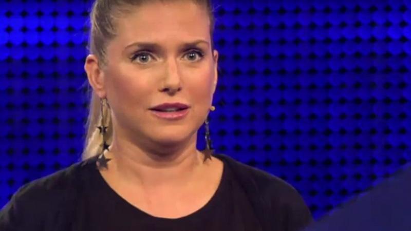 "Screenshot: Jeanette Biedermann in der ARD-Show ""Gefragt - Gejagt"""