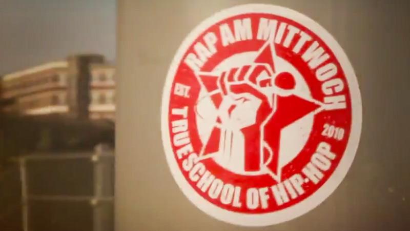 """Rap am Mittwoch-Logo, Screenshot aus dem Video zum """"Allstars Track"""" von Rap am Mittwoch"""
