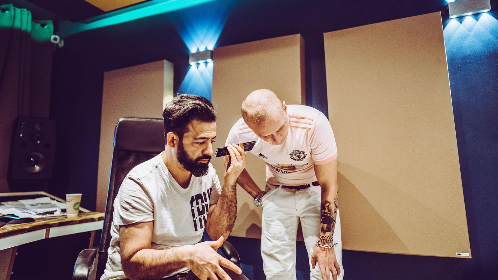 Rooz und Olexesh im Studio